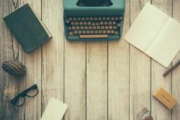 Zdjęcie tytułowe, maszyna do pisania
